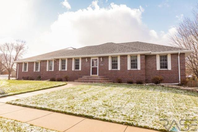 2317 S Roosevelt Ave, Sioux Falls, SD 57106 (MLS #21807418) :: Tyler Goff Group