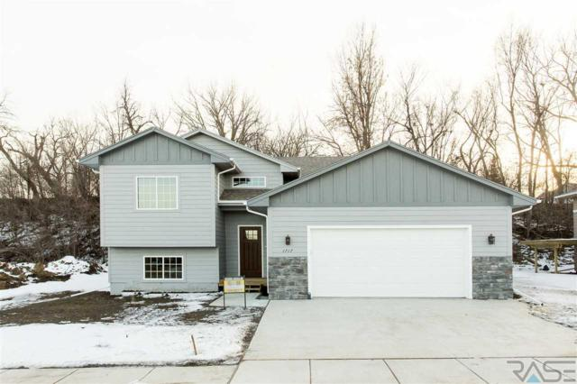 1717 E Tracy Ln, Sioux Falls, SD 57110 (MLS #21900222) :: Tyler Goff Group