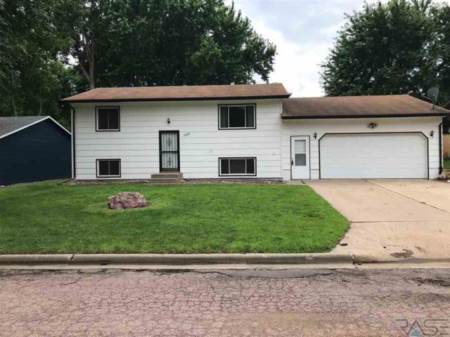 1505 E Rushmore Dr, Brandon, SD 57005 (MLS #21904583) :: Tyler Goff Group