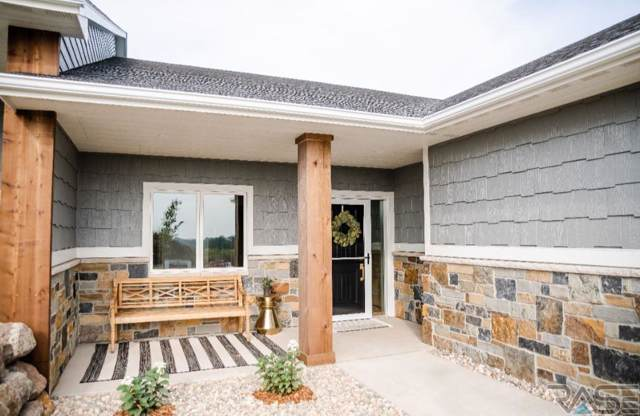 107 N Pine Lake Dr, Sioux Falls, SD 57110 (MLS #21907021) :: Tyler Goff Group
