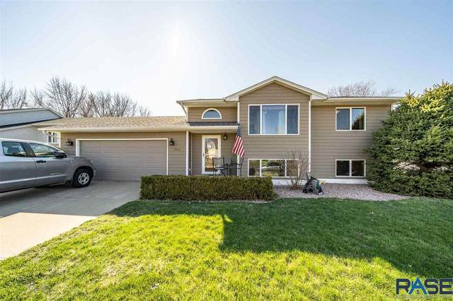 1221 S Hillview Rd, Sioux Falls, SD 57110 (MLS #22001857) :: Tyler Goff Group