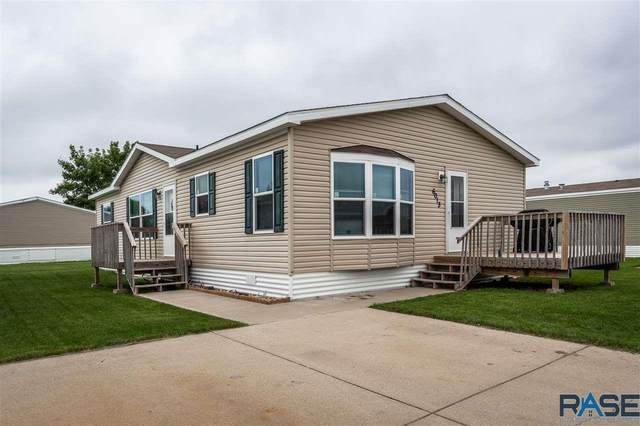 6013 S Prestwick Pl, Sioux Falls, SD 57106 (MLS #22004019) :: Tyler Goff Group