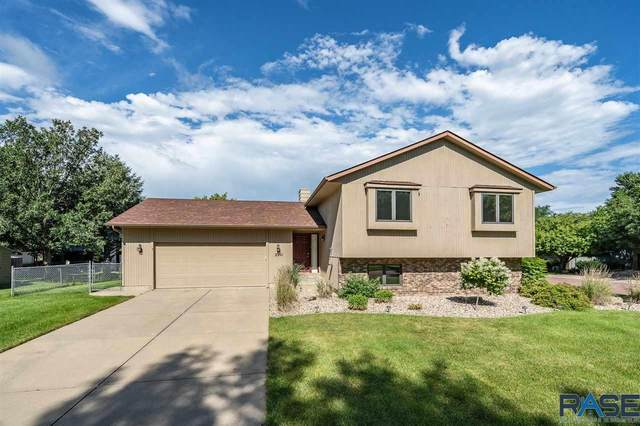 2201 S Dover Dr, Sioux Falls, SD 57106 (MLS #22004180) :: Tyler Goff Group
