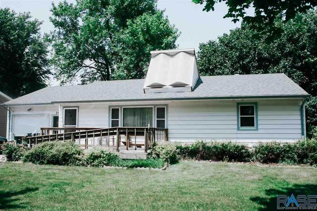 303 E Oakland St, Luverne, MN 56156 (MLS #22004404) :: Tyler Goff Group