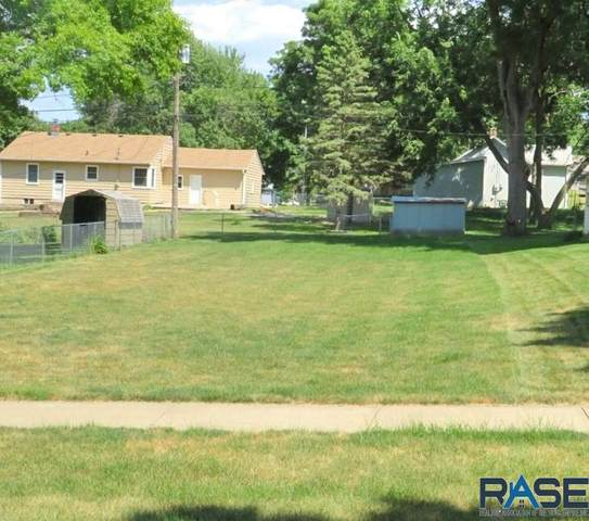 2414 S Main Ave, Sioux Falls, SD 57105 (MLS #22004967) :: Tyler Goff Group