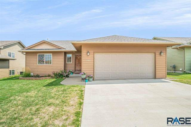 2904 S Grinnell Ave, Sioux Falls, SD 57106 (MLS #22005102) :: Tyler Goff Group