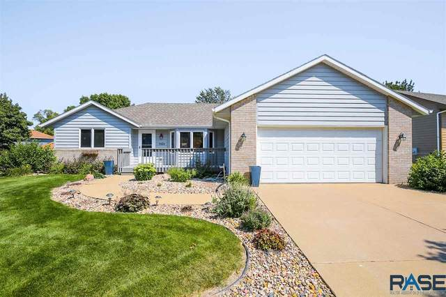 5924 S Lois Ln, Sioux Falls, SD 57108 (MLS #22005240) :: Tyler Goff Group