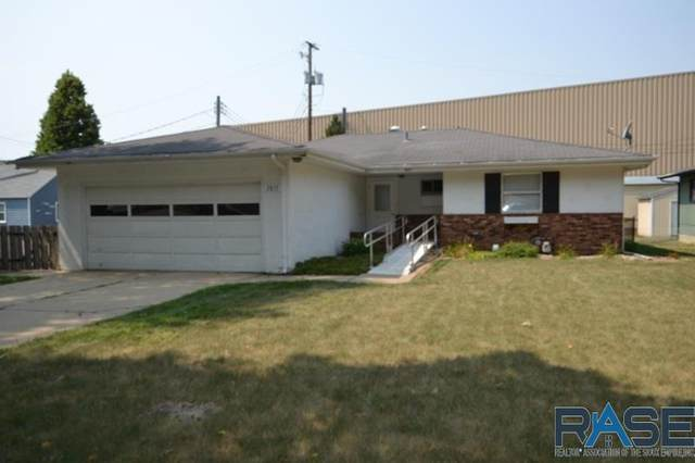 2817 S Center Ave, Sioux Falls, SD 57105 (MLS #22005318) :: Tyler Goff Group