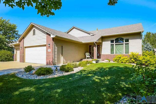 7236 W Chesapeake Ln, Sioux Falls, SD 57106 (MLS #22005635) :: Tyler Goff Group
