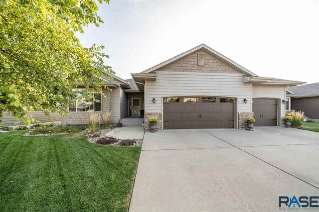 2512 S Lancaster Dr, Sioux Falls, SD 57106 (MLS #22005960) :: Tyler Goff Group