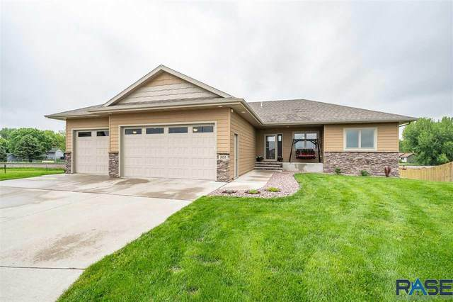 305 Columbia Cir, Harrisburg, SD 57032 (MLS #22006007) :: Tyler Goff Group