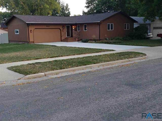 5824 W King Arthur Dr, Sioux Falls, SD 57106 (MLS #22006097) :: Tyler Goff Group