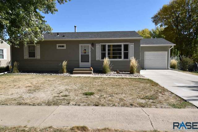 2320 S Blauvelt Ave, Sioux Falls, SD 57105 (MLS #22006368) :: Tyler Goff Group