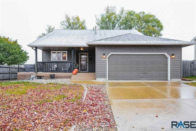 1400 S Sunny View Dr, Sioux Falls, SD 57110 (MLS #22006599) :: Tyler Goff Group