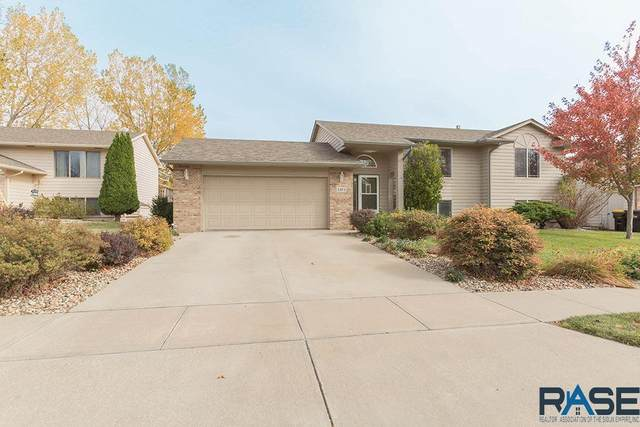 4304 S Bedford Ave, Sioux Falls, SD 57103 (MLS #22006639) :: Tyler Goff Group