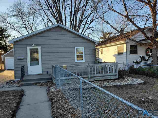 413 S Holly Ave, Sioux Falls, SD 57104 (MLS #22007000) :: Tyler Goff Group