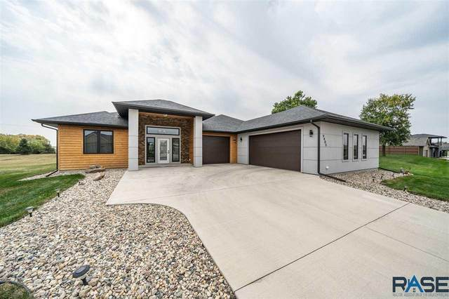 9405 W Kingfisher Dr, Sioux Falls, SD 57107 (MLS #22007134) :: Tyler Goff Group