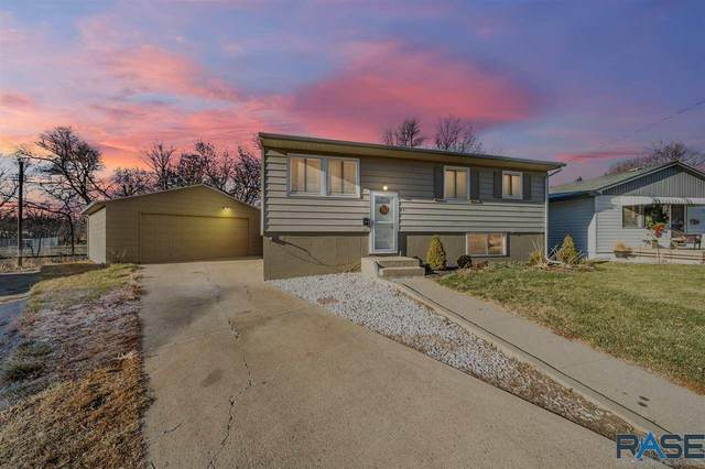 821 S Highland Ave, Sioux Falls, SD 57103 (MLS #22100270) :: Tyler Goff Group