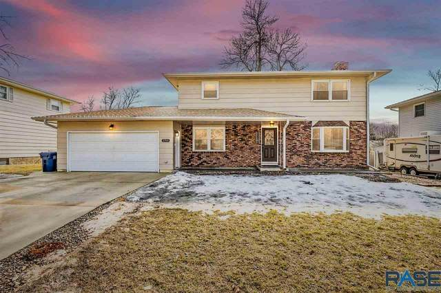 2705 W 37th St, Sioux Falls, SD 57105 (MLS #22100943) :: Tyler Goff Group