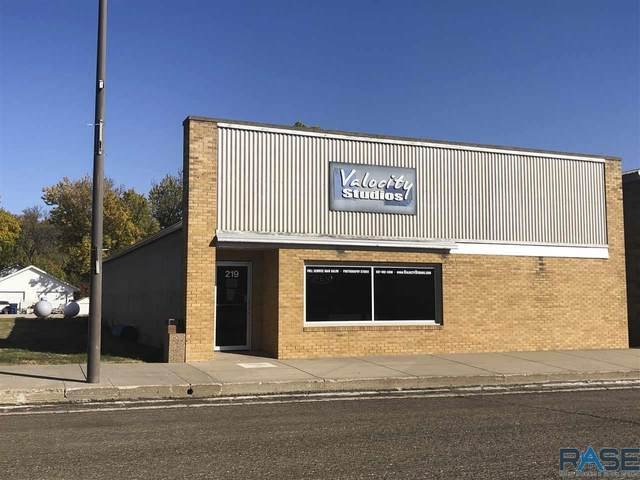 219 S Main Ave, Hills, MN 56138 (MLS #22101883) :: Tyler Goff Group