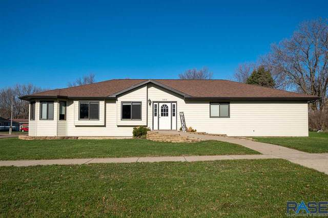 905 N Union Ave, Madison, SD 57042 (MLS #22101919) :: Tyler Goff Group