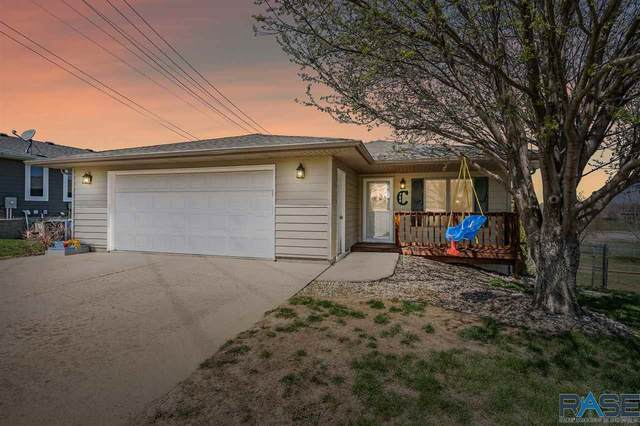 704 W 3rd St, Dell Rapids, SD 57022 (MLS #22102093) :: Tyler Goff Group