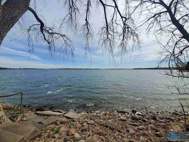 1100 Pelican Point Rd, Madison, SD 57075 (MLS #22102297) :: Tyler Goff Group