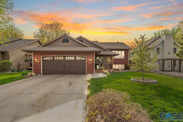 2727 S Avondale Ct, Sioux Falls, SD 57110 (MLS #22102348) :: Tyler Goff Group