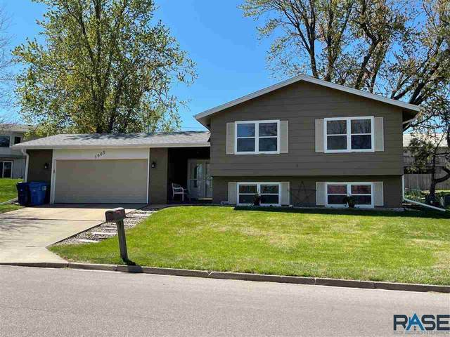 1505 E O'tonka Trl, Sioux Falls, SD 57103 (MLS #22102360) :: Tyler Goff Group