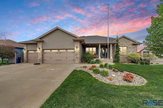 1305 S Hyde Park Ave, Sioux Falls, SD 57106 (MLS #22102689) :: Tyler Goff Group