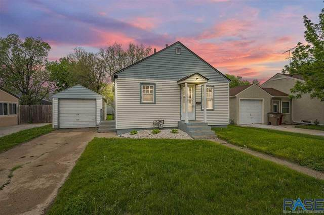 1013 N Kiwanis Ave, Sioux Falls, SD 57104 (MLS #22102729) :: Tyler Goff Group