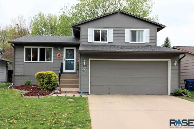 1901 S Cambridge Ave, Sioux Falls, SD 57106 (MLS #22102737) :: Tyler Goff Group