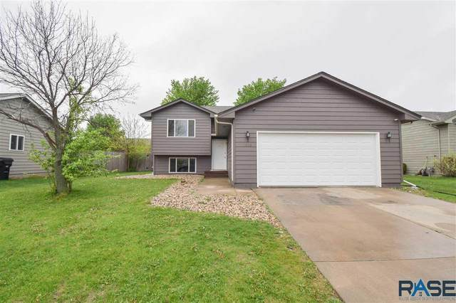 6005 S Aaron Ave, Sioux Falls, SD 57106 (MLS #22102745) :: Tyler Goff Group