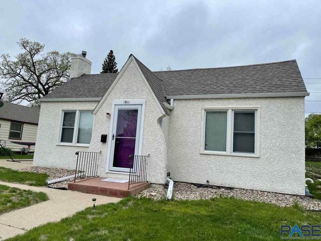 1911 S Summit Ave, Sioux Falls, SD 57105 (MLS #22102777) :: Tyler Goff Group