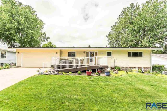 4209 S Glenview Rd, Sioux Falls, SD 57103 (MLS #22102925) :: Tyler Goff Group