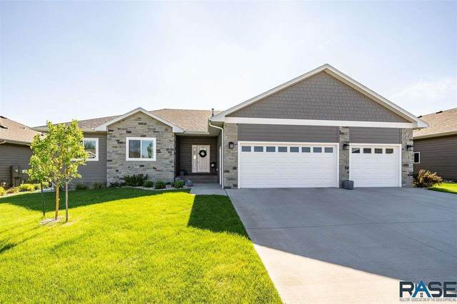 2500 S Moss Stone Ave, Sioux Falls, SD 57110 (MLS #22102931) :: Tyler Goff Group