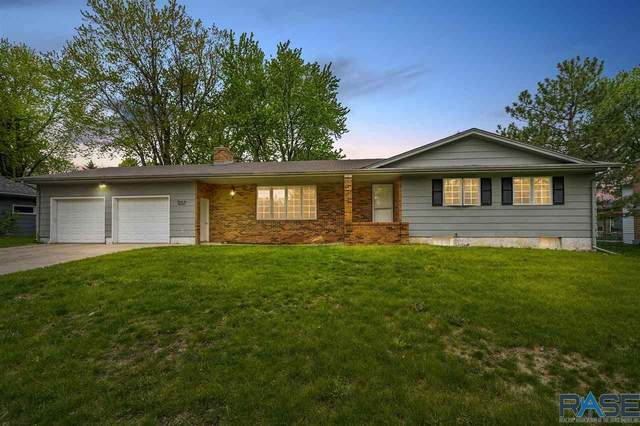 2200 E 54th St, Sioux Falls, SD 57103 (MLS #22102945) :: Tyler Goff Group