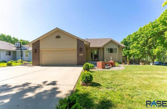 5101 E 9th St, Sioux Falls, SD 57110 (MLS #22102960) :: Tyler Goff Group