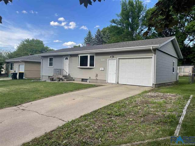 704 S Bahnson Ave, Sioux Falls, SD 57105 (MLS #22102994) :: Tyler Goff Group