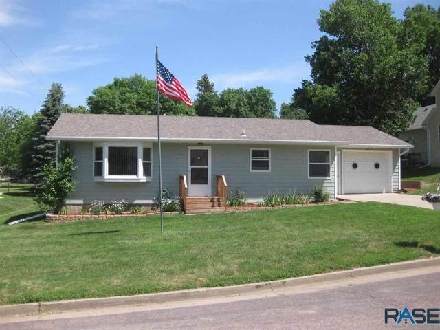 704 E 9th St, Dell Rapids, SD 57022 (MLS #22103164) :: Tyler Goff Group