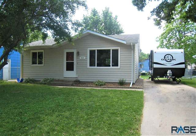 5121 E 16th St, Sioux Falls, SD 57110 (MLS #22103212) :: Tyler Goff Group
