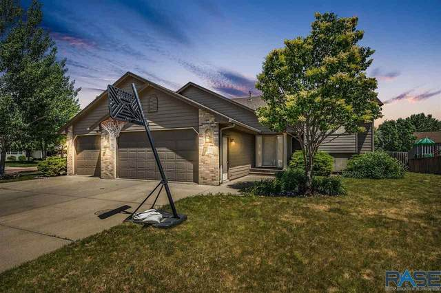 3300 S Saguaro Ave, Sioux Falls, SD 57110 (MLS #22103283) :: Tyler Goff Group