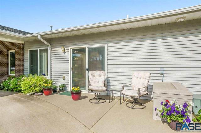 701 S 3rd St, Beresford, SD 57004 (MLS #22103310) :: Tyler Goff Group