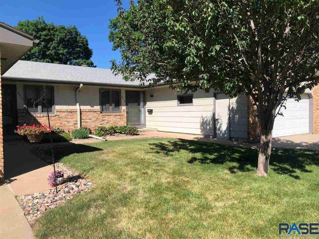 2515 S Cook Rd, Sioux Falls, SD 57105 (MLS #22103350) :: Tyler Goff Group