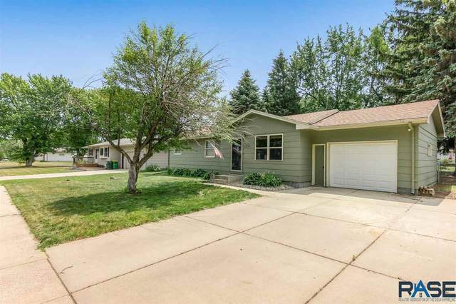 5705 W 50th St, Sioux Falls, SD 57106 (MLS #22103440) :: Tyler Goff Group