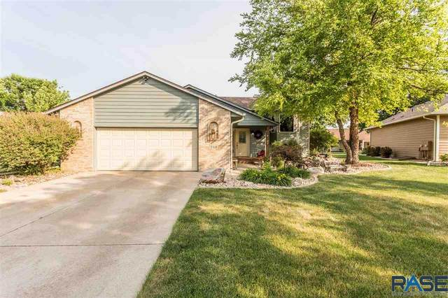 2415 S Theodore Ave, Sioux Falls, SD 57106 (MLS #22103441) :: Tyler Goff Group