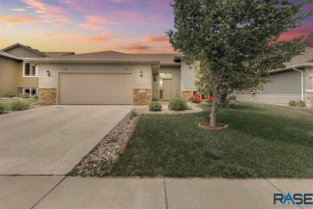 3105 S Sandlot Ave, Sioux Falls, SD 57110 (MLS #22103443) :: Tyler Goff Group