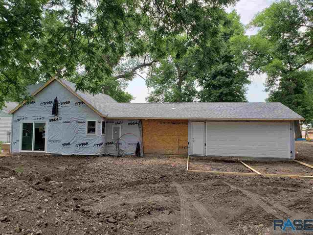 201 S Central Ave, Hills, MN 56138 (MLS #22103445) :: Tyler Goff Group