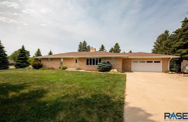 2708 W Old Yankton Rd, Sioux Falls, SD 57108 (MLS #22103515) :: Tyler Goff Group