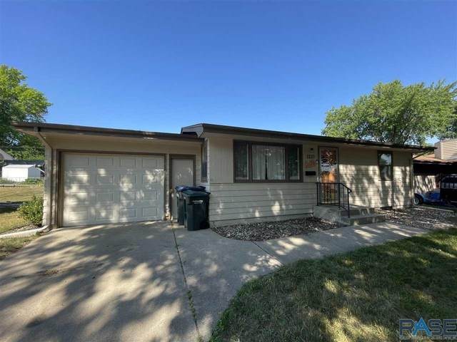 1321 S Coates Rd, Sioux Falls, SD 57105 (MLS #22103793) :: Tyler Goff Group